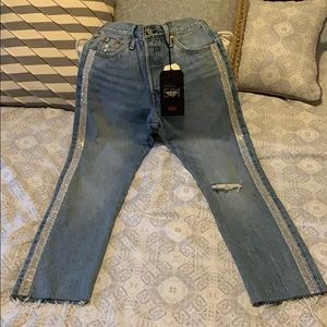 NWT-Adorable Rhinestone Levi Crop Jeans